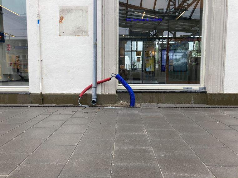 Materials: downspout, tubes, cables  Beeld Tjeerd Posthuma