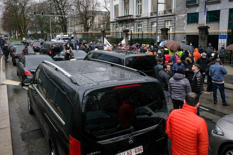 Het protest zorgt voor heel wat verkeershinder. Beeld Marc Baert