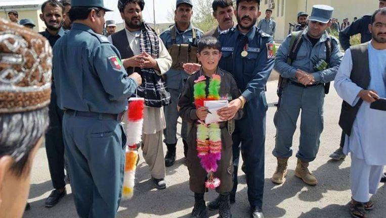 De kleine Wasil Ahmad werd beschouwd als een held voor de moed die hij aan de dag legde. Beeld © rv