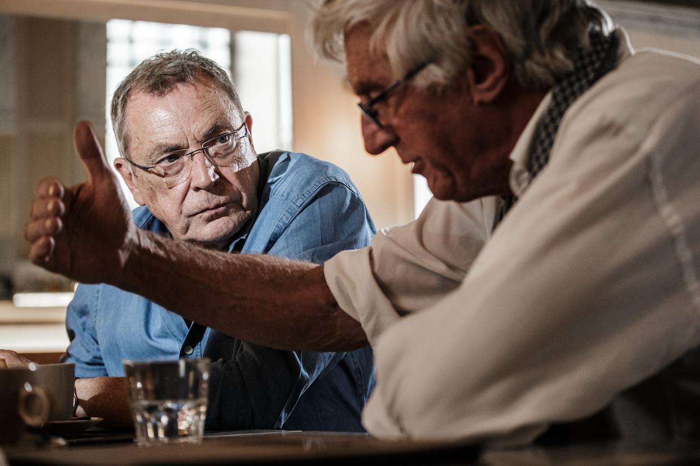"""Elchardus (l.) en Goossens: """"Ik zei toch dat het geen makkelijk gesprek zou worden, hè."""""""