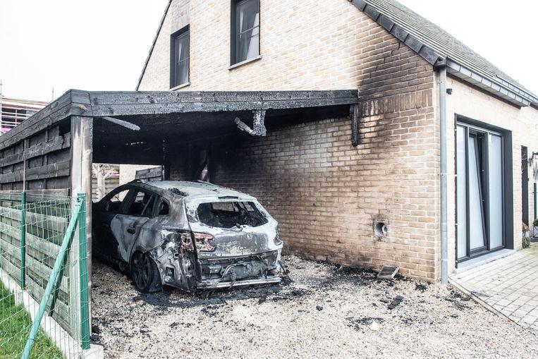 """De brand woedde onder de ramen van de slaapkamers van de kinderen van het gezin. """"Mijn cliënte herinnert zich niets en zegt dat ze alvast geen motief had om brand te stichten"""", zegt haar advocaat."""