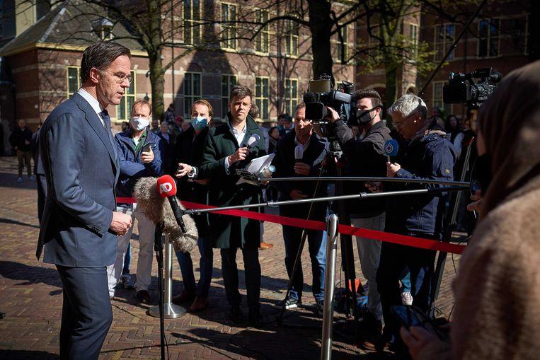 Demissionair premier Rutte staat de pers te woord, afgelopen week in Den Haag. Beeld ANP