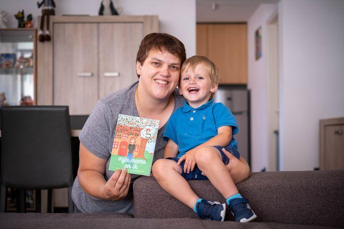 Sara Goossens en zoontje Rein uit Heist