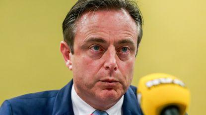 """Bart De Wever erkent regering-Michel niet: """"In elk normaal land was premier al naar de koning gegaan"""""""