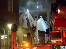 Lange zoektocht naar brandhaard bij appartementen in Symonszstraat: 'Aanzienlijke sloop- en waterschade'