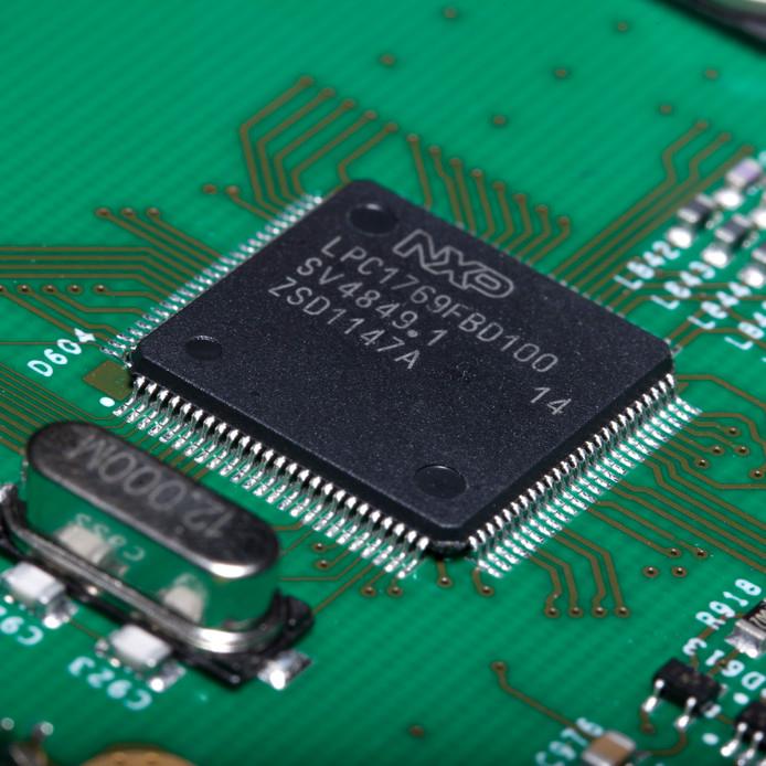 Een chip van NXP op een printplaat.