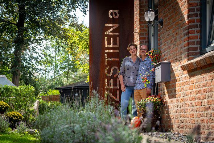 Tirza Gast en Martin Prins zijn de nieuwe beheerders van het Thomashuis in Huijbergen. Beiden komen uit de zorg. ,,Door steeds meer regels en wetten konden we daar ons ei niet meer kwijt. Hier hangt een huiselijke sfeer.''