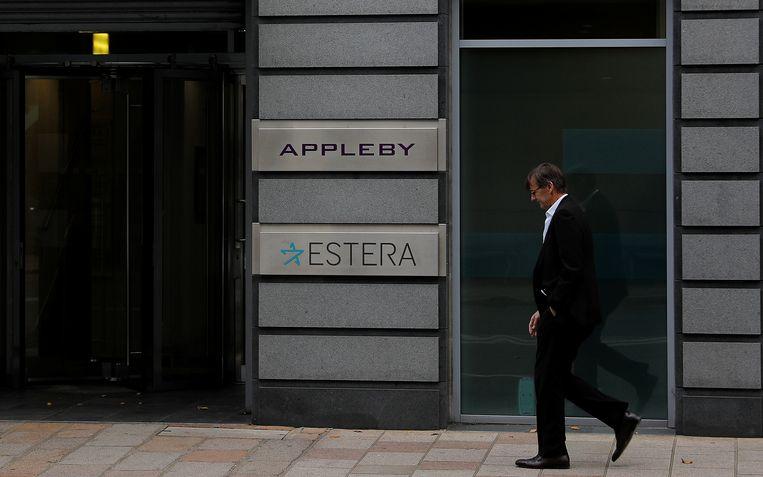 Het kantoor van Appleby in St Helier, Jersey. Het Britse eilandje focust op trusts. Wie wil, kan perfect in Europa terecht voor methodes om legaal of illegaal minder belasting bij te dragen, stelt Lips. Beeld REUTERS