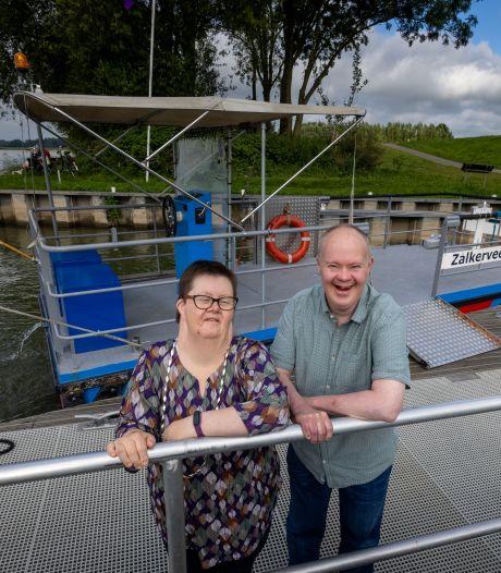 Theehuis Zalkerveer bestaat 25 jaar en Gerard en Wilma werken er ook al zo lang