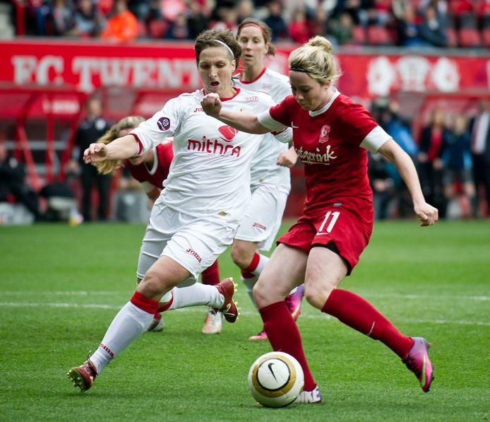 Marlous Pieëte beslist de strijd om de BeNe League met een doelpunt tegen Standard Luik.