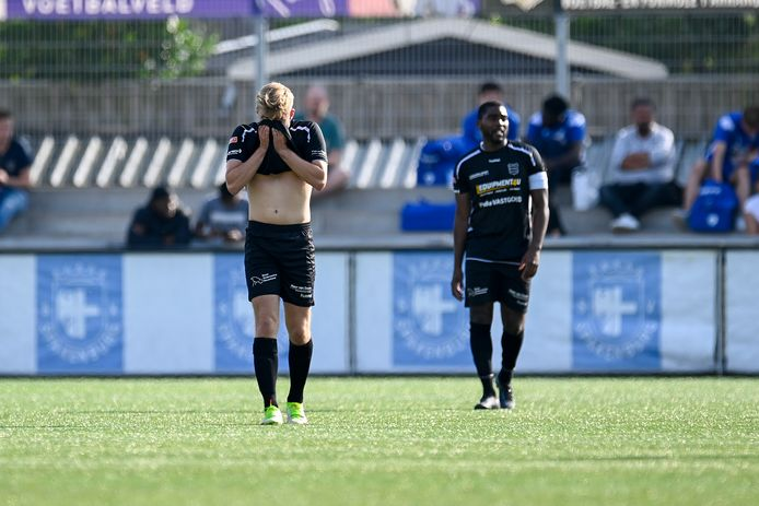 Teleurstelling bij GVVV-spelers Justin Spies en Jonathan Richard (rechts) na de 2-0.
