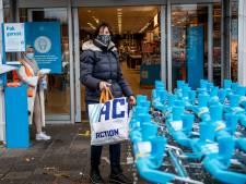 Niemand naar binnen zonder mondkap in Westland: 'Maar of het ook echt helpt, weet ik niet'
