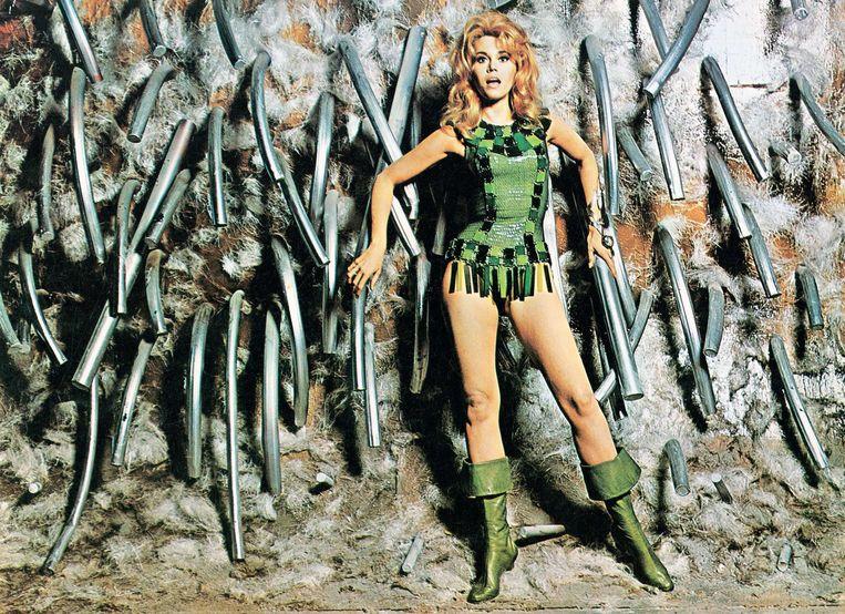 Jane Fonda in de soft-erotische sf-film 'Barbarella' (1968), geregisseerd door haar eerste echtgenoot Roger Vadim. Beeld Photo News