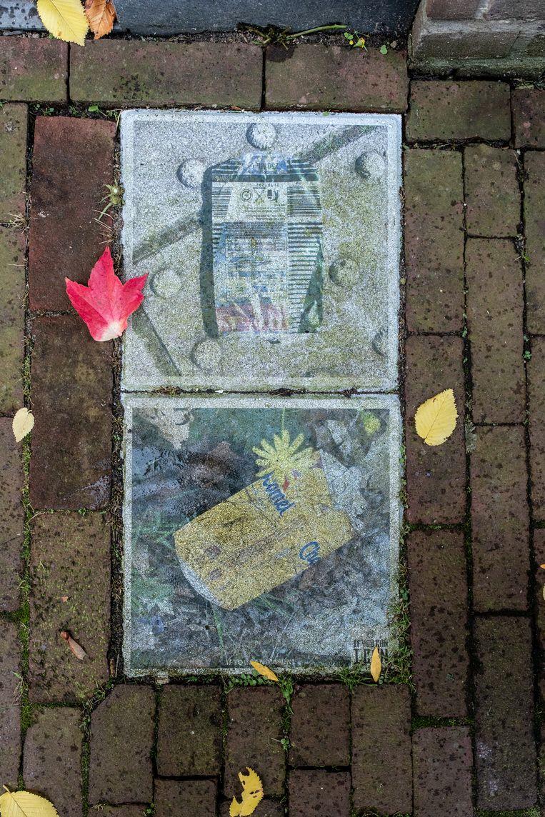 Op 31 oktober stonden we voor buurthuis De Meevaart in de Balistraat, gehuisvest in de voormalige Pieter Bothaschool, waar tussen 1941 en 1944 een uitgiftelokaal was van de centrale gaarkeuken. Winnaar van het jaarabonnement op Ons Amsterdam is Frank Harmsen uit Doetinchem. Beeld Nosh Neneh
