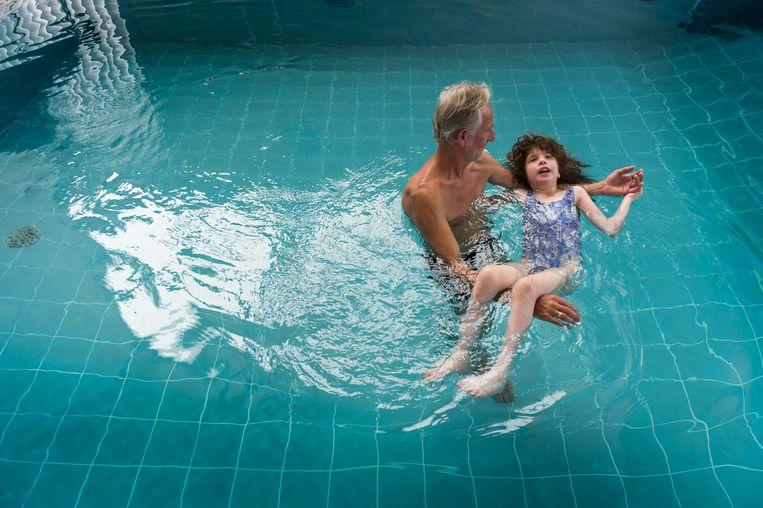 Ludo Deferme aan het werk in IE-zwembad Dolfijntje