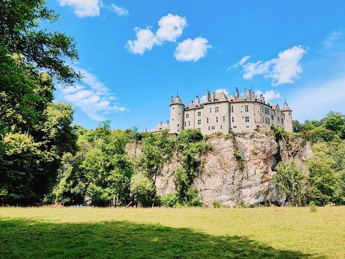 Le Château de Walzin ne se visite pas mais la promenade pour l'apercevoir se fait le long de la Lesse et est très agréable.