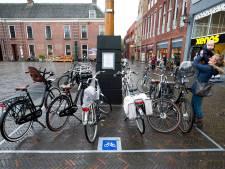 Is de fietsenchaos nu écht voorbij in Woerden? Stad krijgt nog meer parkeervakken voor fietsen