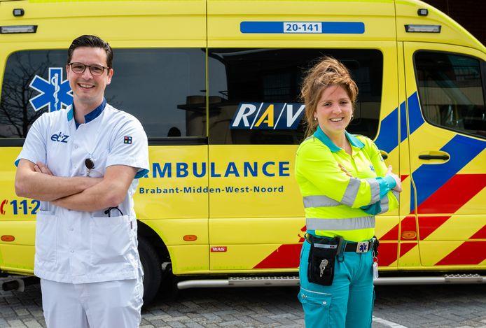 Bram Koster en Jantina Wijnakker zijn de eersten die elkaar in een combibaan afwisselen op de ambulance en de Spoedeisende Hulp van het ETZ.