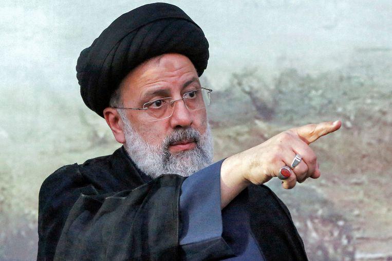 Waarnemers menen dat de 82-jarige Khamenei met zijn vertrouweling Raisi een nieuwe fase van de Islamitische Revolutie wil inluiden die de greep van de radicale ayatollahs op de samenleving nog verder verstevigt.  Beeld AFP