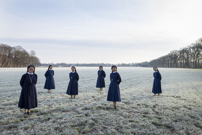 De Indonesische zusters van St. Nicolaasstichting.  Deze foto is gemaakt voor de rubriek ONS DNA. Een productie van fotograaf Rikkert Harink en journalist Theo Hakkert.