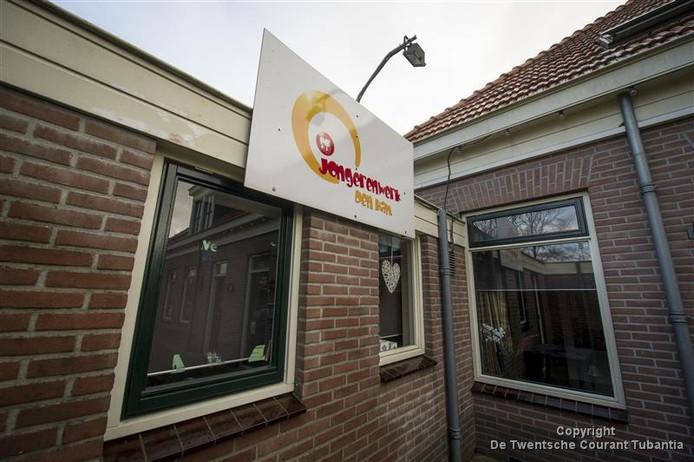 Het pand van de stichting Jongerenwerk Den Ham aan de Roggestraat.