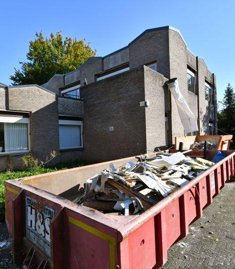 Sloop pand voor beschermd wonen in Woolder Es Hengelo stilgelegd: mogelijk asbest aanwezig