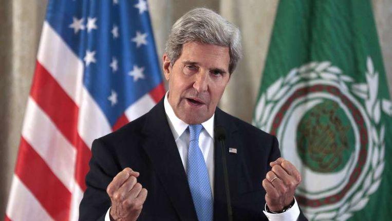 De Amerikaanse minister van Buitenlandse Zaken John Kerry spreekt in Parijs. Beeld afp