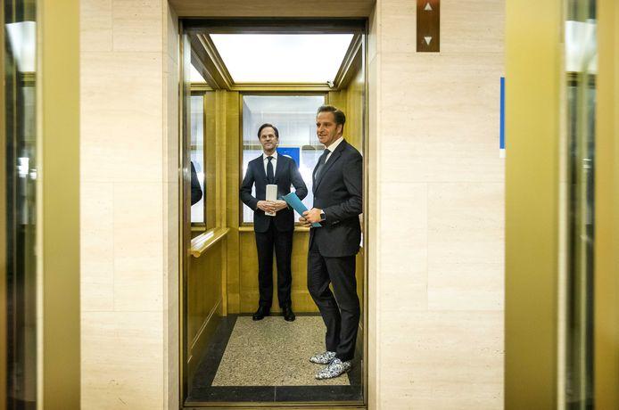 Demissionair premier Mark Rutte en demissionair minister Hugo de Jonge (Volksgezondheid, Welzijn en Sport) na afloop van een toelichting op de coronamaatregelen in Nederland.