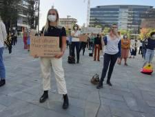 LIVE | Moria-demonstratie op Jaarbeursplein: 'Als de politiek niks doet, moeten wij dit doen'