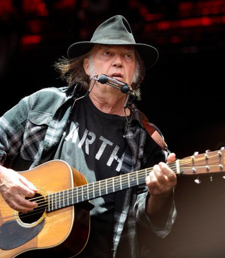 Neil Young stopt met Facebook vanwege nepnieuws en politiek