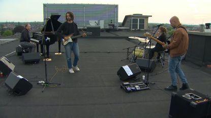 Muzikanten brengen ultiem eerbetoon aan alle 'heroes' vanop het dak van het Jessa Ziekenhuis