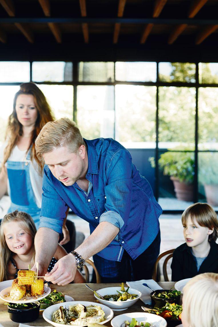 Chef Seppe Nobels wil kinderen de liefde voor gezond en duurzaam eten bijbrengen. Beeld Heikki Verdurme