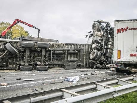 A73 bij Nijmegen vrijgegeven na acht uur onderzoek en schoonmaak vanwege dodelijk ongeluk