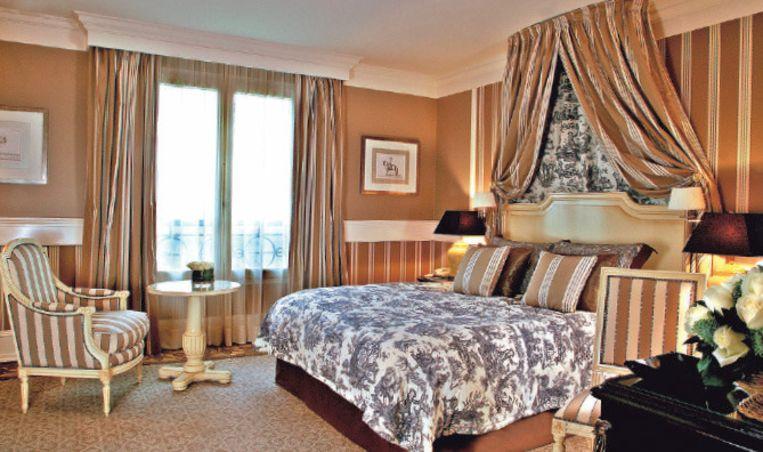 In het woud rond het Château de Chantilly ligt Château Hotel Mont Royal.