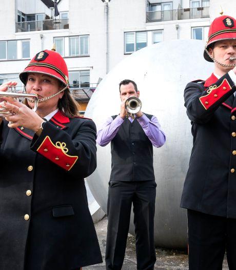 Deze trompettisten brengen de taptoe ten gehore tijdens dodenherdenking: 'Het mag niet fout gaan'