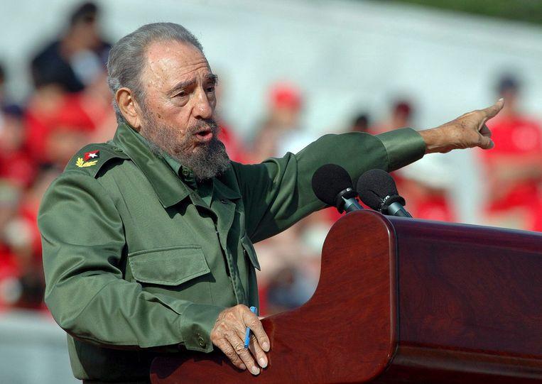 Castro tijdens een speech op 1 mei 2006.  Beeld EPA