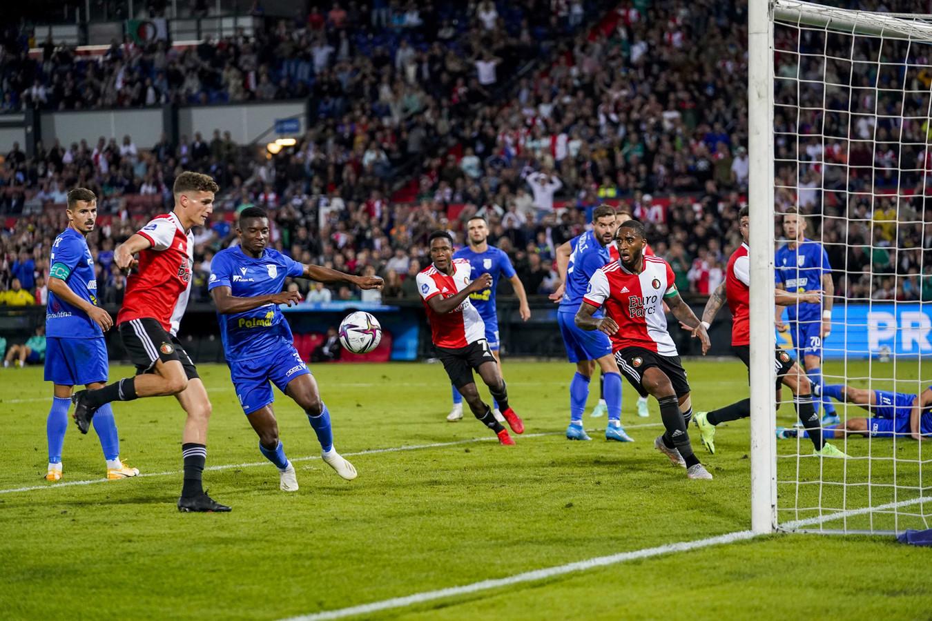 Guus Til maakt vlak voor tijd de 3-2.