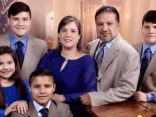 """Niet-gevaccineerde moeder sterft 14 dagen na echtgenoot aan corona, haar laatste wens: """"Vaccineer mijn kinderen!"""""""