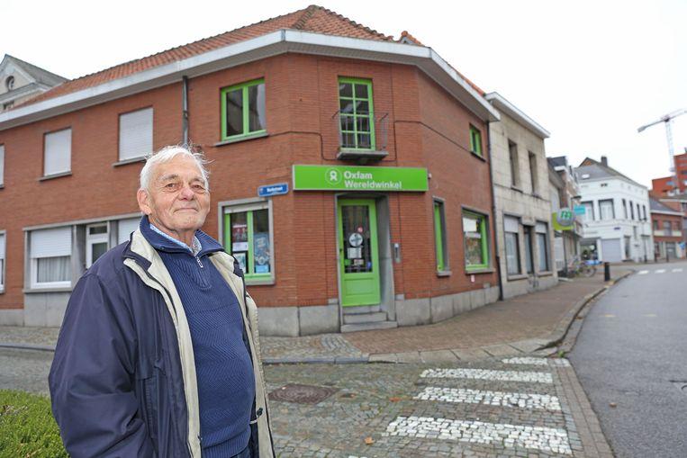Hugo Verwimp bij de Oxfam Wereldwinkel die eind januari de deuren sluit.