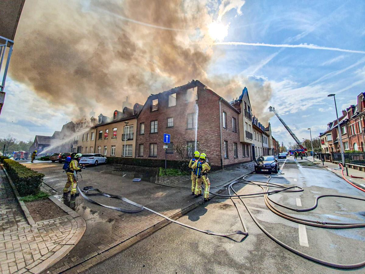 Een maand na de verwoestende brand in Opwijk gaat de gemeente een eerste keer over tot het verdelen van het verzamelde geld uit het steunfonds