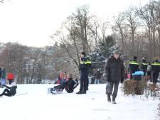 Te druk door sneeuwpret; Politie stuurt mensen weg uit Park Sonsbeek in Arnhem
