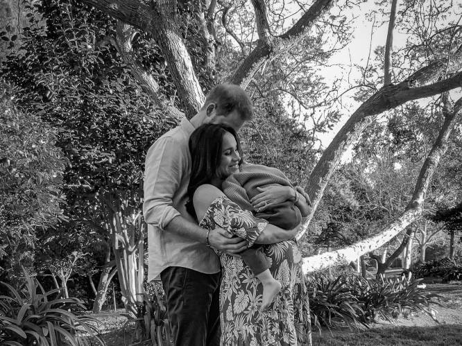 Prins Harry en Meghan kondigen geboorte van dochtertje Lilibet aan