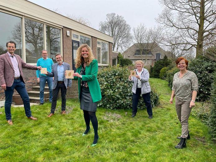 Vertegenwoordigers van de drie Rotaryclubs met hospice-contract. In het midden achterin Beukenrode-voorzitter Henk Salome.