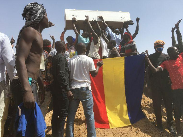 In N'Djamena wordt er gerouwd om de slachtoffers van de demonstraties tegen de regering. Beeld AP
