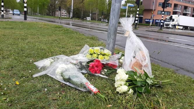 Bloemen op plek waar fietser (12) overleed, onderzoek nog in volle gang
