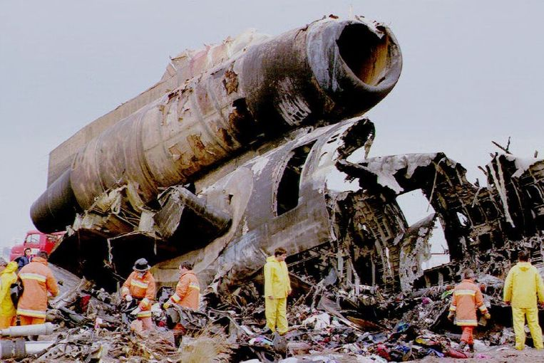 Resten van de Martinair DC-10 in Faro. Beeld anp