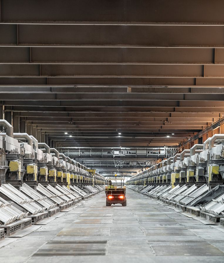 Bij aluminiumfabriek Aldel in Delfzijl is de productie in hal 2 vorige week stilgelegd. Beeld Harry Cock / de Volkskrant