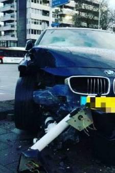 Automobilist ramt verkeerspaal in Eindhoven, fietser op haar na geraakt