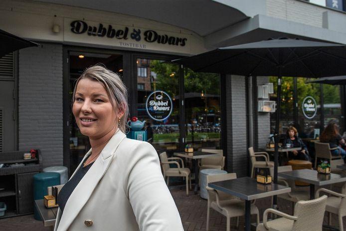 Denise Vader nam in coronatijd een tostibar (dubbel en dwars) op het burchtplein over. in het winkelcentrum heeft ze nog een andere zaak: binnen.