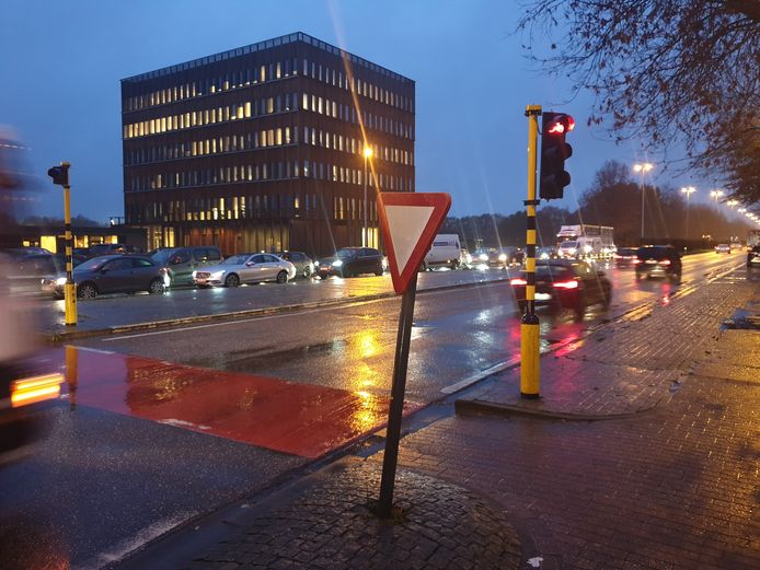 Het ongeval gebeurde op de rotonde van de Antwerpseweg en de ring.